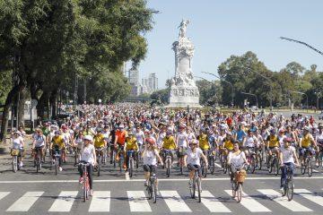chicas en bici
